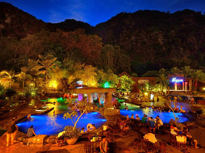 Saphira's Lair - Lost World Hot Springs & Spa By Night